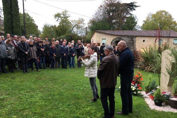 Les proches ont rendu hommage aux victimes de l'accident de Puisseguin mercredi 23/10/2019 à Petit-Palais