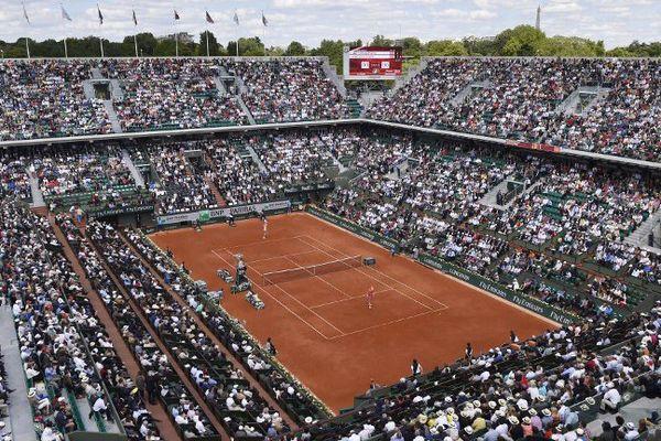 Le court Philippe Chatrier, ou court central du tournoi de Roland Garros, tournoi dont l'édition 2015 commence dimanche 24 mai
