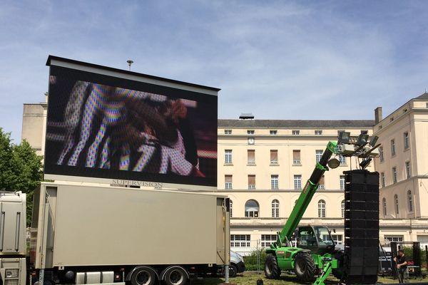 L'écran géant de la place Bellefontaine à Angers