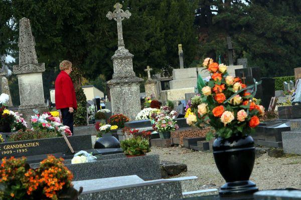 Selon l'UFC Que Choisir, les obsèques coûtent de plus en plus cher.