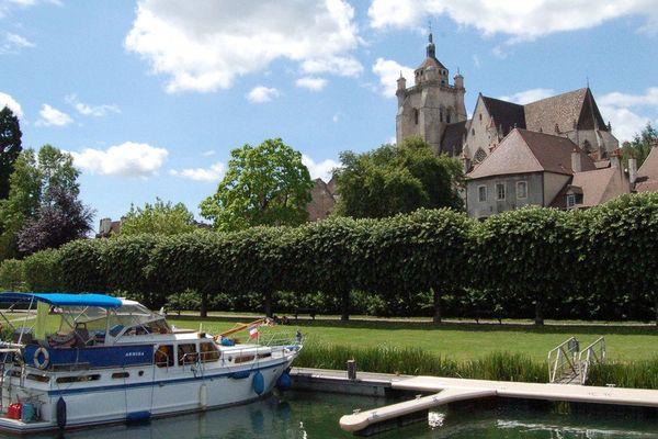 Bateaux Port de Dole