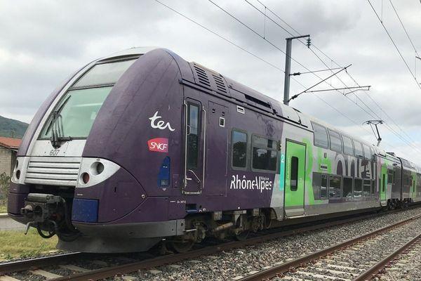 Un TER en Auvergne-Rhône-Alpes - Photo d'illustration
