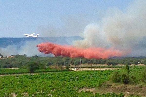 Pézens (Aude) - un incendie mobilise 10 avions bombardiers d'eau - 13 juillet 2015.