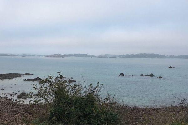 L'île de Bréhat depuis Ploubalzanec