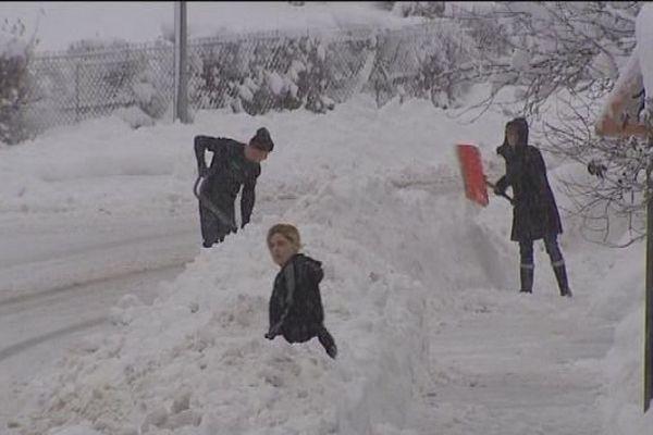 Chutes de neige abondantes dans le Haut-Jura