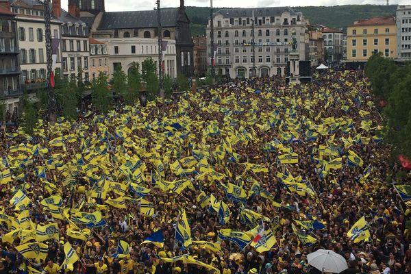 Même sous un ciel incertain, la Yellow Army est toujours là ! Qu'il pleuve, qu'il vente, qu'il neige...