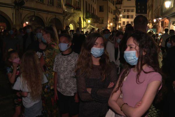 La foule s'est amassée devant la cathédrale pour assister à l'avant-première des illuminations estivales, vendredi 24 juillet