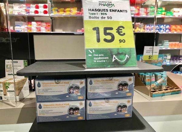Certains pharmacies ont été prises d'assaut et sont en rupture de stock de masques pour enfants. Cette pharmacie de Mondeville en proposait encore samedi