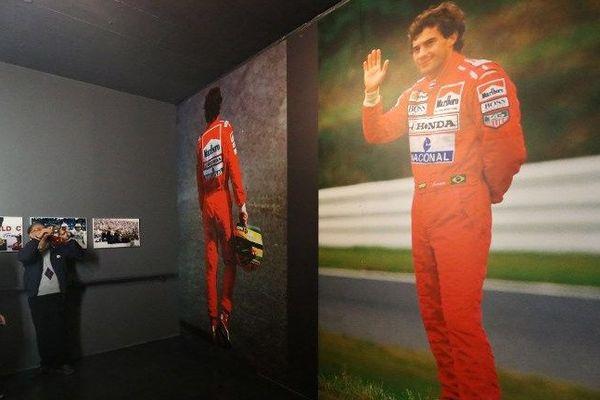 Exposition photo pour commémorer le 20e anniversaire de la mort d'Ayrton Senna, le 1er mai 2014 à Imola.