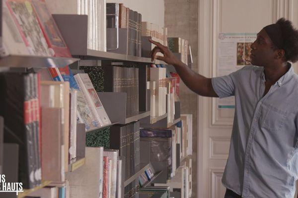 Kamini visite les archives de la ville d'Arras