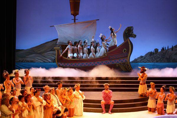 La Belle Hélène d'Offenbach est une véritable parodie de l'antiquité gréco-latine. Ici lors d'une représentation en 2017 à Toulouse.
