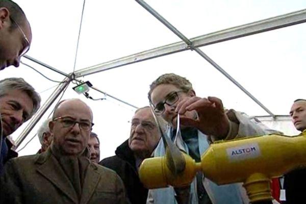 La ministre de l'écologie Delphine Batho et Bernard Cazeneuve, ministre des affaires européennes, à Cherbourg ce lundi