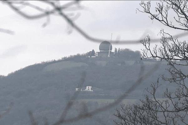 Le radar conferait au Mont Thou cette silhouette bien connue des Lyonnais.