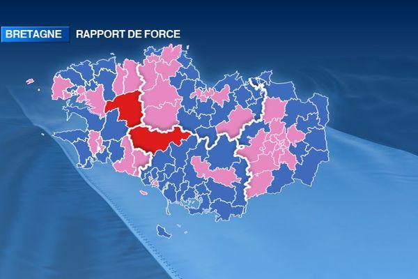 Couleur politique à l'issue des élections départementales 2015. Rose : gauche - Bleu : droite - Rouge : régionalistes