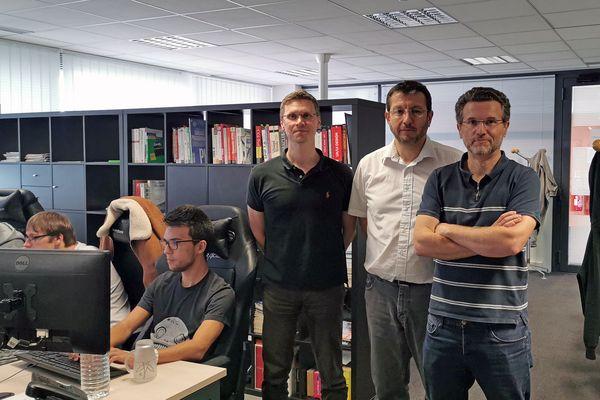 De gauche à droite : Olivier Salesse, Jean-Noël Martin et Frédéric Salesse, les dirigeants de l'agence MentalWorks, à Compiègne, qui offre 500€ aux salariés leur permettant de recruter de nouveaux talents.