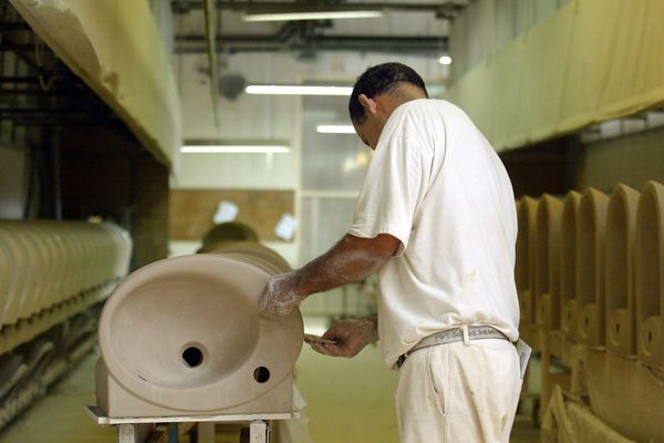 Damparis, Jura, usine Jacob Delafon spécialiste des sanitaires en céramique