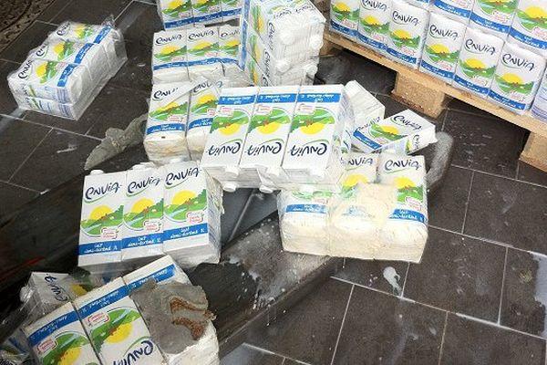 Découverte d'asticots dans une palette de lait d'un magasin Lidl