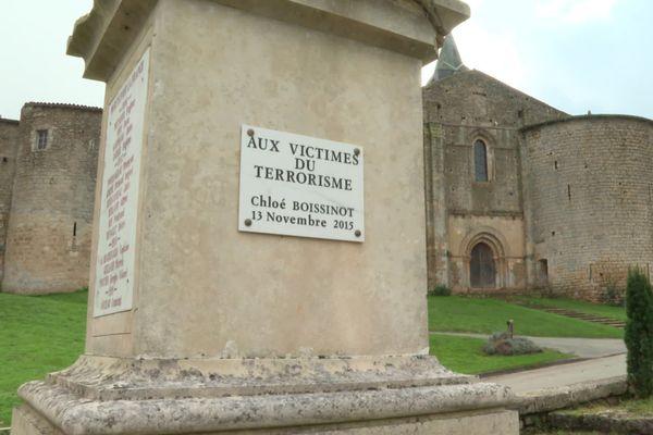 Le nom de Chloé figure sur le monument aux morts de Château-Larcher dans la Vienne.
