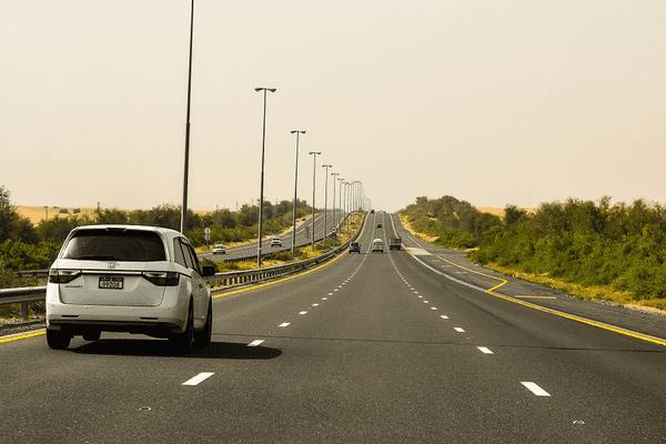 A quelle heure partir pour trouver la même tranquillité que sur cette route de Dubai ?