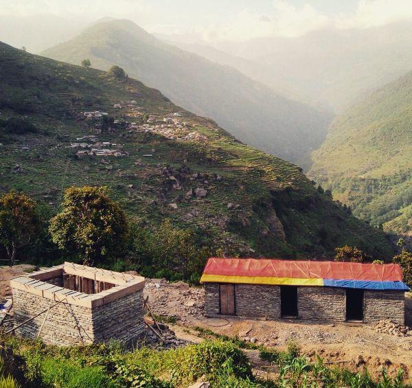 Les trois jeunes sont allés dans les zones reculées du Népal pour déterminer les besoins les plus urgents.