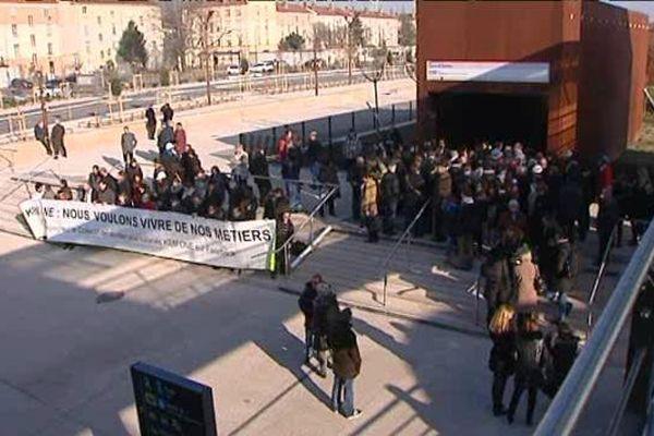 Oullins - Les salariés Kem One s'invitent à l'inauguration de la station de métro - 11/12/13
