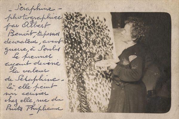 Séraphine peignant, tirage photographique, 1927-1928 - Albert Benoît