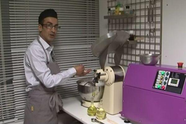 Abdelrhani Azzab dans son atelier. Avec le savon pour passion.