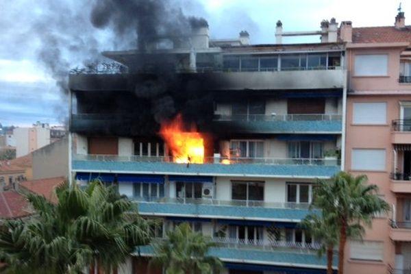 Un homme est mort dans l'incendie de cet immeuble à Hyères