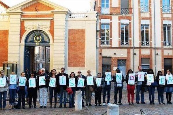 La mobilisation devant la préfecture, le 24 novembre dernier, lors du deuxième rassemblement de soutien à Jean Manga
