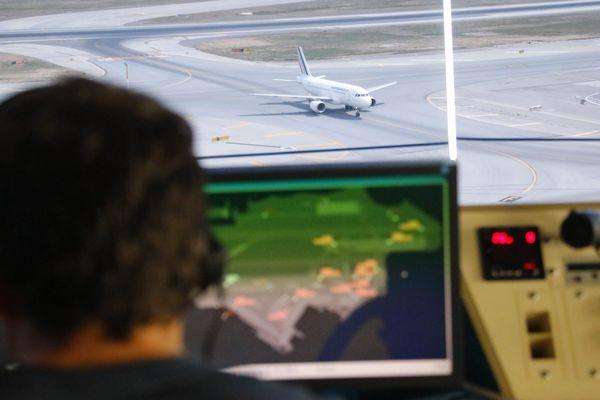 N'oubliez-pas de vérifier si votre vol est maintenu !