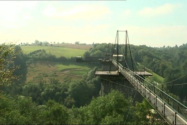 Le viaduc de la Souleuvre, dans le Calvados, rendez-vous des amateurs de saut à l'élastique.