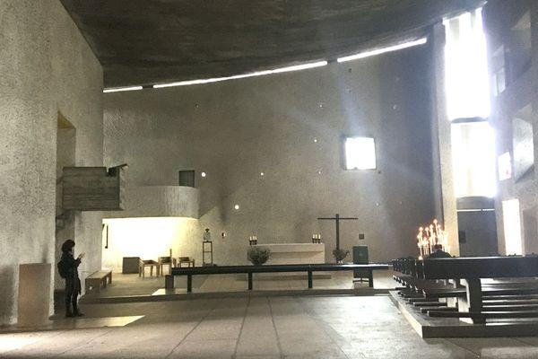 La chapelle de Ronchamp a été construite en 1955.