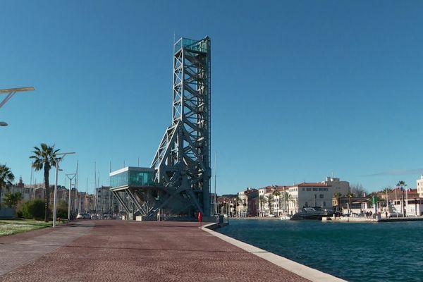 Le pont levant de la Seyne-sur-Mer dans le Var.
