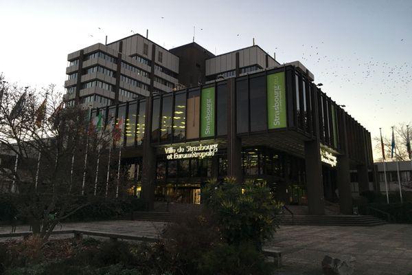 Le siège de la municipalité et de l'Eurométropole de Strasbourg se trouve au centre administratif, parc de l'Étoile.