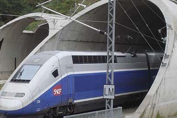 Tunnel du Perthus - le TGV entre Perpignan-Barcelone