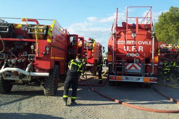 Le matériel d'intervention incendie se regroupe après l'intervention - juillet 2014.
