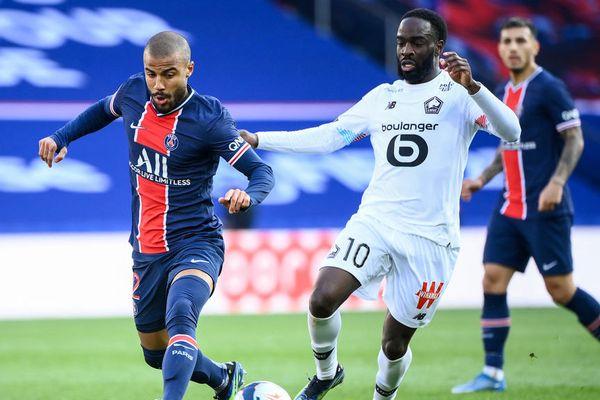 Le Lillois Jonathan Ikoné face à Rafinha lors de la 31e journée de Ligue 1.