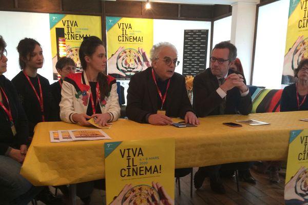 Louis d'Orazio et Philippe Vendrix avec les bénévoles de l'association Viva il cinema !