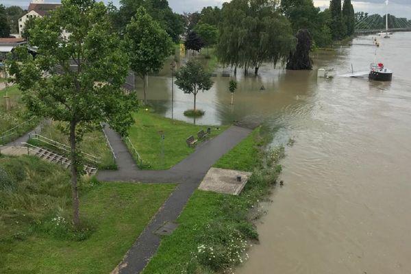 Le Rhin déborde au niveau de Kehl, la ville frontalière allemande se trouvant en face de Strasbourg.