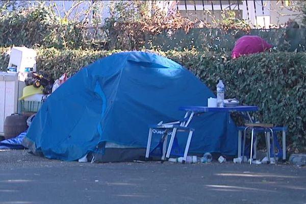 Ils sont une quinzaine de Roms Bulgares à dormir sous des tentes