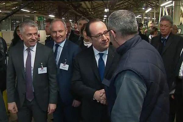 Le président de la République a visité les ateliers de l'entreprise WM 88, fabricant de meuble depuis 1959