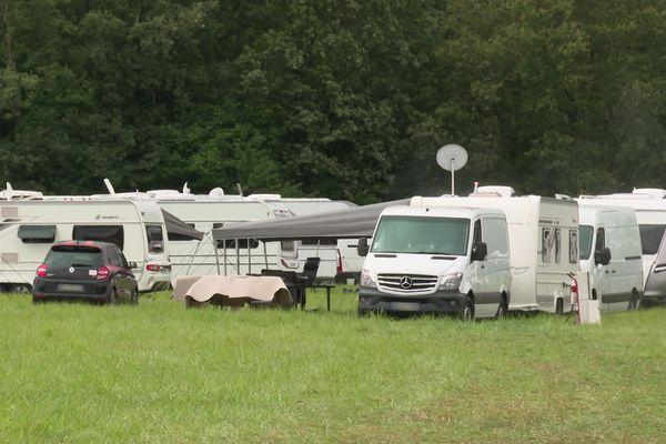 160 caravanes installées sur une prairie à Mignaloux-Beauvoir