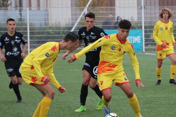 Les joueurs du Stade Brestois et de Quevilly Rouen Métropole s'affrontaient jeudi 15 août 2019 lors du tournois national U17 de football Mahmoud-Tiarci.