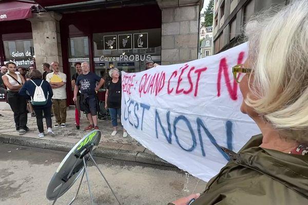 Une manifestation de soutien à deux femmes placées en garde à vue pour outrage lors de la visite de Gérald Darmanin à Tulle le 16 septembre 2021.