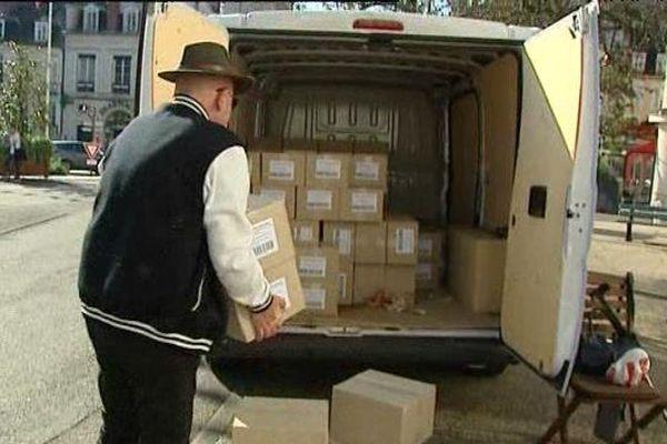 Ce camion chargé de 150 cartons de biscuits sera envoyé au Sénégal.