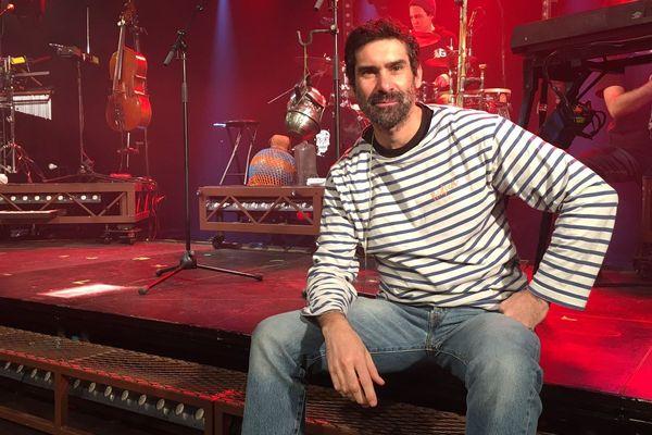 Fred Burguière parle de la maladie pendant ses concerts.