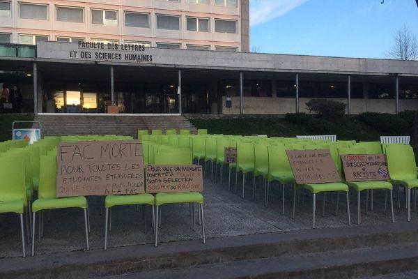 """Les étudiants ont mené l'opération """"fac morte"""" portée par l'Unef ce lundi 1 avril 2019 à Limoges pour dénoncer la potentielle hausse des frais d'inscription."""