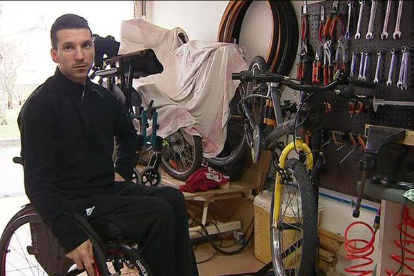 François Leray a crée un atelier de réparation de fauteuils roulants