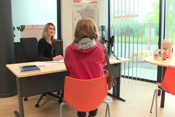 Dans cette agence d'intérim de La Rochelle, une légère reprise de l'activité cette semaine.