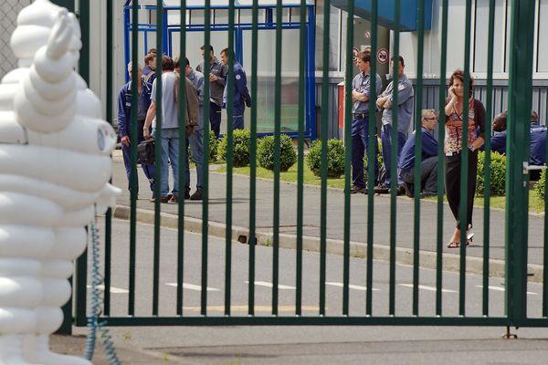 Les employés de Michelin à Clermont-Ferrand attendent d'avoir plus de détail sur le plan de réorganisation mondiale du groupe. 1500 postes seront supprimés en France, dont 970 à Clermont-Ferrand.